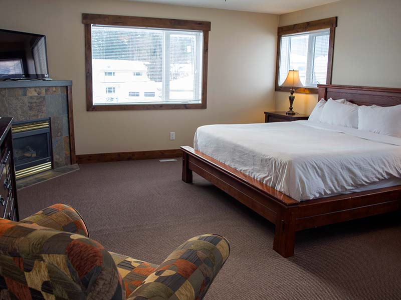 The Selkirks suite at River to Peaks Inn